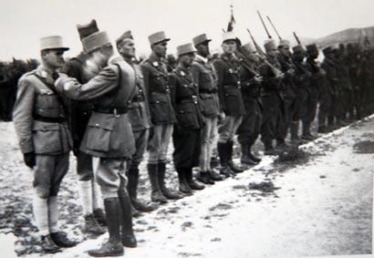 Le lieutenant Jordy décoré de la Légion d'Honneur