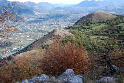 Vue du « Piton sans Nom » sur la vallée de San Elia et au premier plan les cotes 681 et 721 du Belvédère - Photographie FLG – Tous droits réservés